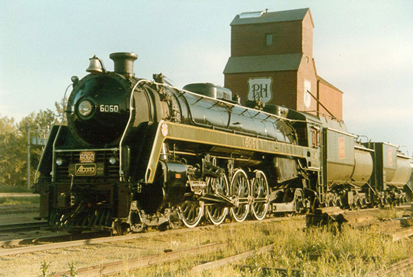 6060 and the now-preserved Stettler P&H Elevator, June 28, 1989.