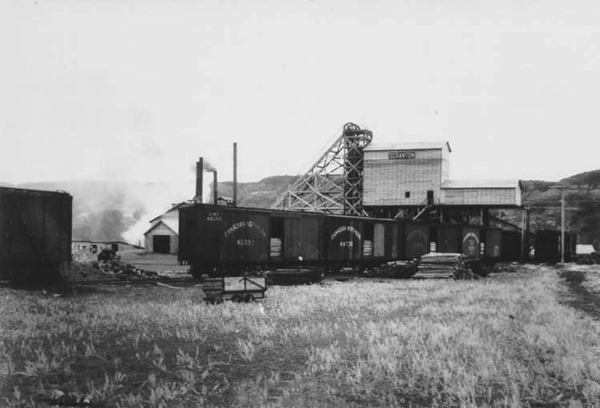 Scranton Coal Mine, Drumheller, Alberta.  ©photo CN Corporate Archives