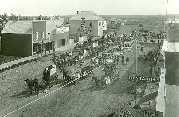 Main Street, Stettler, Alberta, 1908. ©CNoS Archives