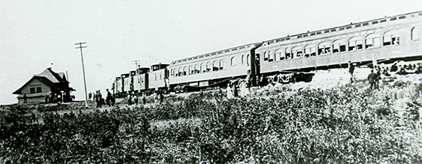 Employee Picnic Special leaving Warden on Brazeau Branch, c. 1920. ©CNoS Archives
